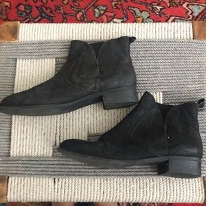 Casual black ankle boots